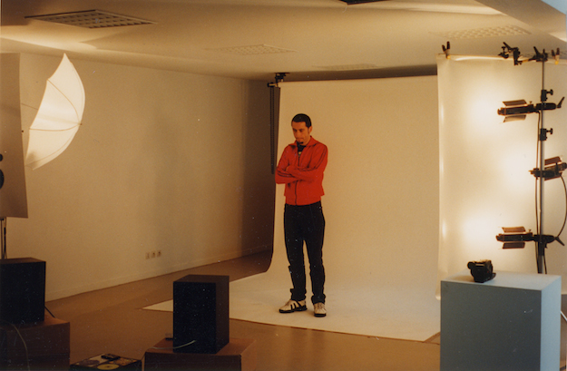 """Enregistrement de la pièce vidéo """"Boîte de nuit"""", création pour l'exposition par Pierre Huyghe."""