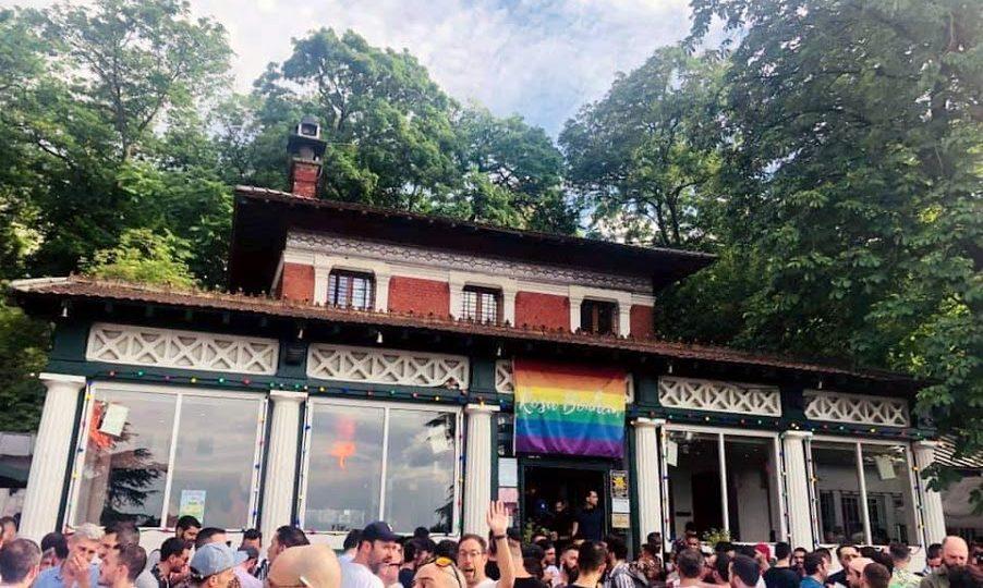 La façade du Rosa Bonheur des Buttes Chaumont, juin 2019